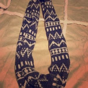 American Eagle scarf gently used